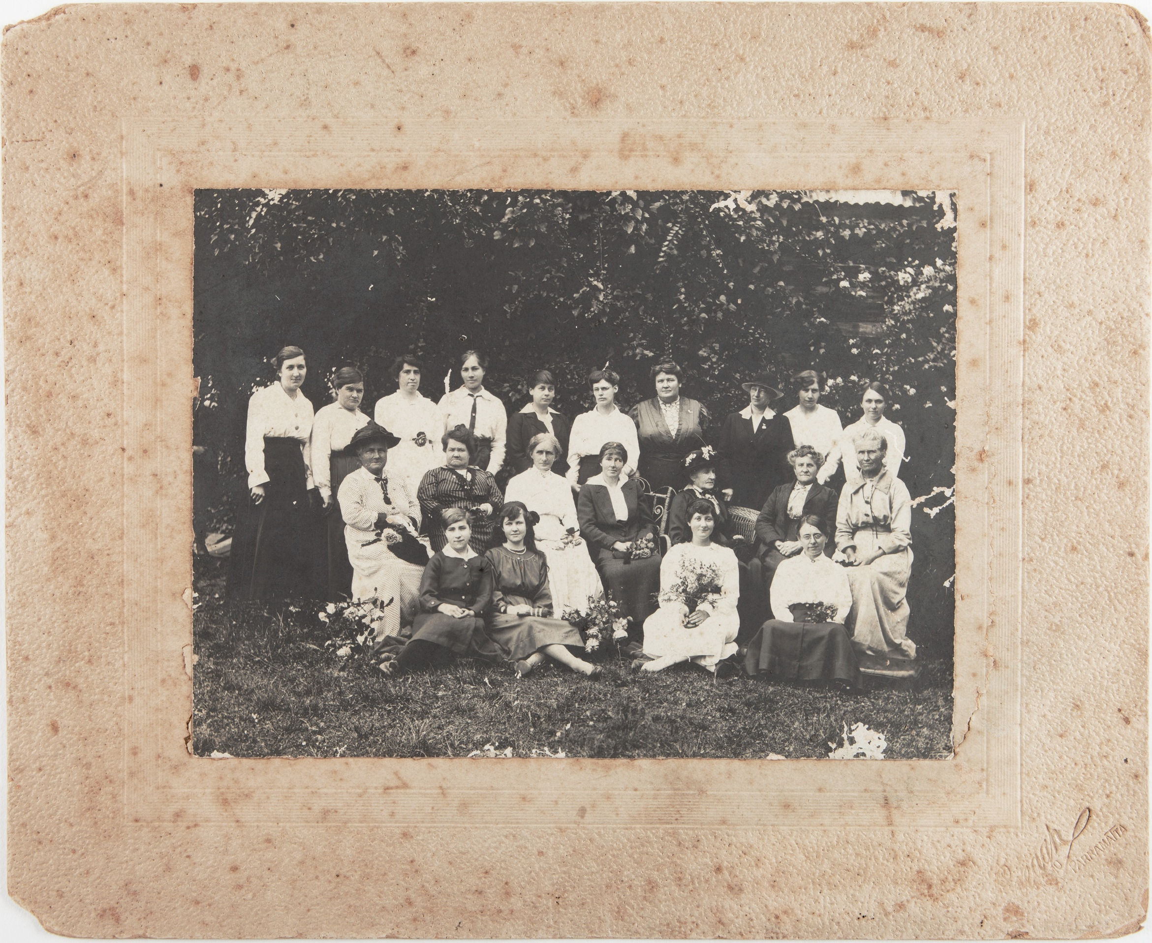 Group photograph of members of the Kellyville-Rouse Hill Red Cross branch, taken probably in 1917 or 1918 / Creagh Photo, Parramatta